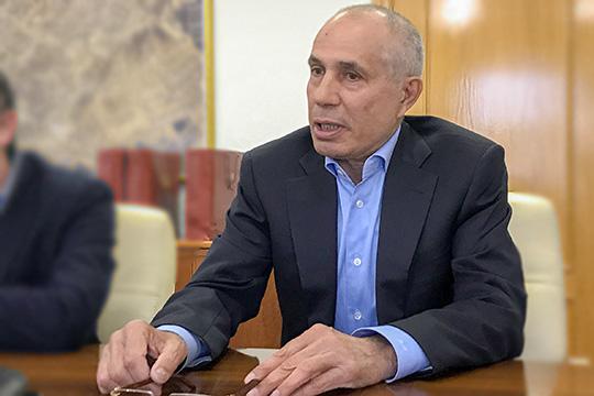 Второй избирательный округ покинули сразу два таифовца, посути, освободив место влиятельномпредпринимателюРафису Мустафину