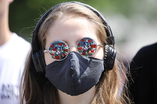 Маска предохраняет нетолько откоронавируса, ноиотгриппа, других респираторных инфекций. Вомногих странах маска— это обычная практика ичасть культуры
