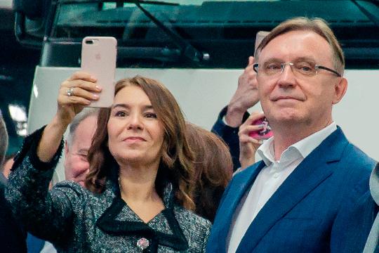 Альфия Когогина заработала в прошлом году 77,6 млн рублей, почти в семь раз больше, чем в 2018-м (11,4 млн). Более того, она даже перещеголяла своего супруга, гендиректора «КАМАЗа» Сергея Когогина, он внес в семейную копилку «всего» 76,6 млн