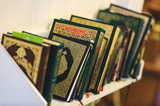 90-е годы стали временем активного переосмысления мусульманами основных источников ислама— Корана иСунны. Помимо переизданий дореволюционных переводов Корана ихадисов нанациональные языки очень популярны были ирусские переводы Корана