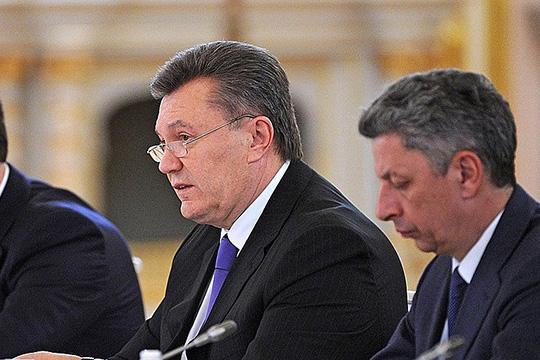 Видимо, при какой-то тайной встрече бывший президент Украины [Янукович] торжественно, скакими-нибудь магическими ритуалами передал свои сакральные грабли президенту Белоруссии исказал: «Давай, Александр Григорьевич, вперед, наступай!»