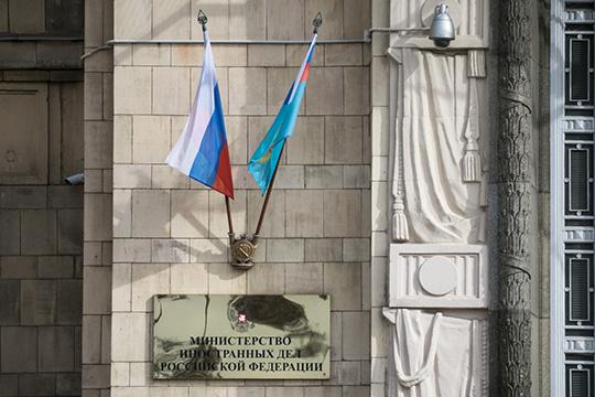 Россия традиционно неподдерживает смену власти спомощью протестов. Кремль традиционно работает сдействующей властью