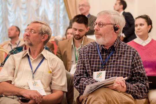 Николай Васильев (слева) считает, что необходимо подумать, как зафиксировать в архитектором образе комплекса самобытность столицы РТ. Сергей Саначин (справа) полагает, что здесь должна быть застройка достаточно высокой плотности