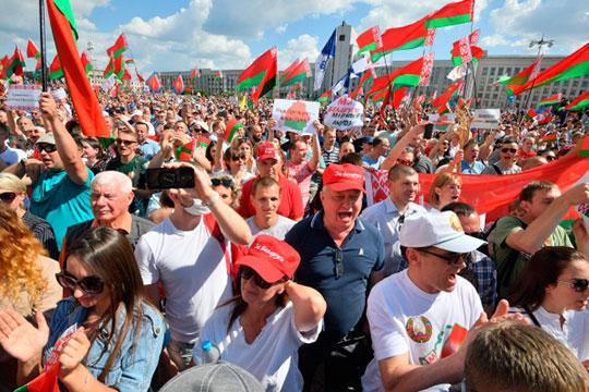 Митинг сторонников Батьки должен был начаться в 12 все на том же проспекте Независимости в центре города