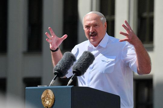 Лукашенко долго и эмоционально вспоминал о том, каких успехов страна достигла за 26 лет его правления