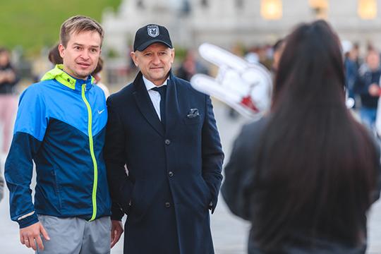 «Рустем Фидаевич болел командой и пытался её объединить, общался со всеми. Но и с нами отдельно было — с русскими ребятами, которые постарше. У нас существовало что-то вроде совета»
