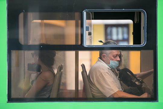 Сергей Темляков:«Как сообщил Рустам Минниханов, республика переходит натретий этап снятия ограничений. Теперь вобщественном транспорте обязательно носить только маску, перчатки необязательно»
