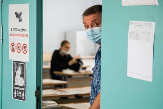Среди учителейактивно циркулируют слухи отом, что ихзаставят носить маски науроках— попримеру преподавателей вузов