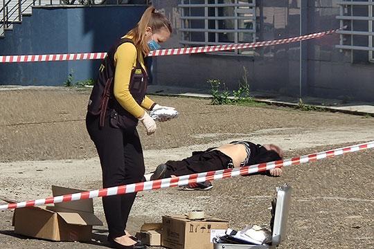 Сегодня рано утром в центре Казани обнаружили тело охранника с признаками насильственной смерти