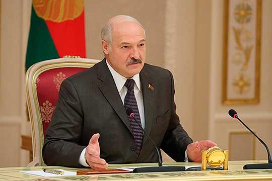 Александр Лукашенко: «Вы меня поймите, что у меня нет другого выхода, как удержать страну в рамках правового поля согласно этой Конституции. В противном случае нами будут управлять другие»