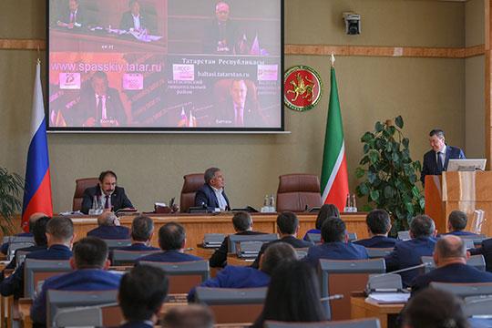Судя по фотографиям пресс-службы, с презентацией проекта на заседании инвестиционного совета выступил президент международной ассоциации исламского бизнеса (МАИБ) Марат Кабаев