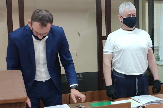 Вот уже который месяц Роберт Мусин проходит в зал судебных заседаний в полной тишине — вкладчиков на слушания до сих пор не пускают