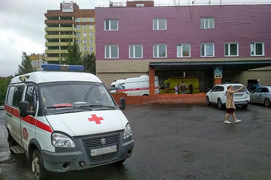 Навального доставили в больницу скорой помощи №1 Омска, а в областном минздраве местным журналистам подтвердили, что политик находится в реанимации
