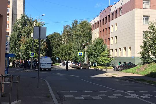 Эвакуация началась в 8:50, из здания вышли больше 50 человек — сотрудники суда, юристы, адвокаты и их подзащитные