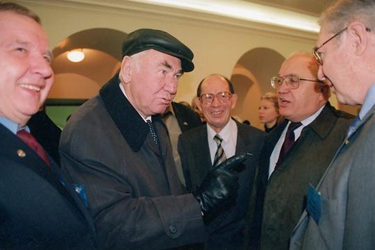 «В 1960 году к власти в республике пришел Табеев Фикрят Ахметзянович (второй слева), который очень много сделал для индустриализации республики. При нем появился новый территориально-промышленный комплекс»