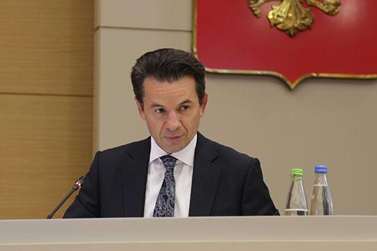 Говоря о школьных автобусах, Азат Шарапов порадовал, что в этом году дополнительно было закуплено 200 новых машин