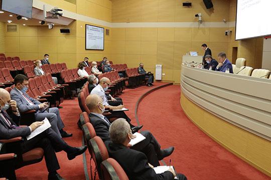 Готовность школ к новому учебному году обсудили накануне в кабмине РТ. Совещание провел первый вице-премьер Рустам Нигматуллин
