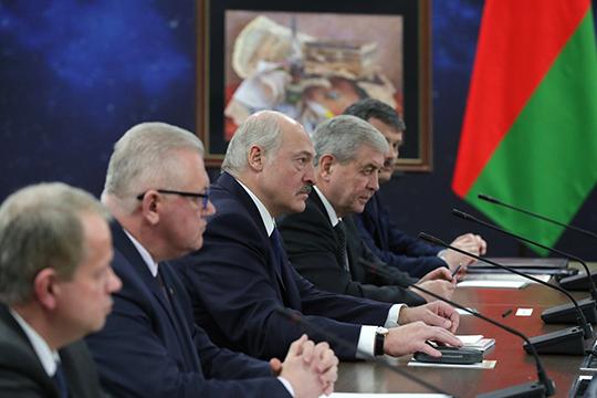 «У белорусов исторически плохо с пиаром: они очень честные, им невозможно вводить других в заблуждение. Теоретически Лукашенко мог нарисовать заведомо ложный, но привлекательный образ будущего»
