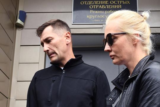 Жена Алексея Навального Юлия обратилась кВладимиру Путинуспросьбой перевезти своего мужа налечение вГерманию, однако еепросьба пока небыла услышана