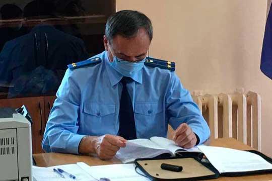 следствие попросило усуда для него арест на2 месяца—Галяутдинов может скрыться или воспрепятствовать следствию. Это ходатайство поддержал прокурорСтепан Спиридонов (на фото)