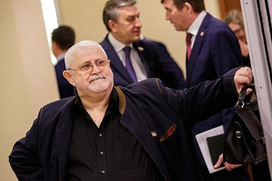 Руководитель Камаловского театра Александр Славутский в 2019 году заработал 5,4 млн рублей — на 1,5 млн больше, чем в 2018