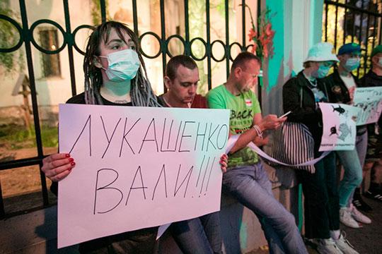 «Лукашенко подвинтил бизнес, крупную промышленность, очень многим бизнесменам испортил жизнь. Не давал возможности в него влюбиться интеллигенции и белорусским националистам»