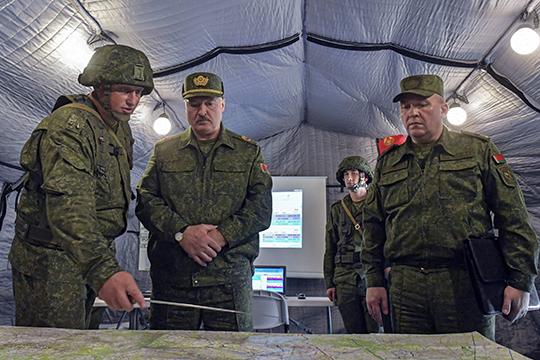«Как крысы разбежались»: на15-й день протестов Лукашенко взял вруки автомат