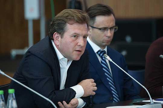 Дмитрий Сергееванонсировал совместный запуск компании с«Почтой России» регулярного грузового рейса Ханчжоу— Казань. Планируется, что онбудет летать 2-3 раза внеделю