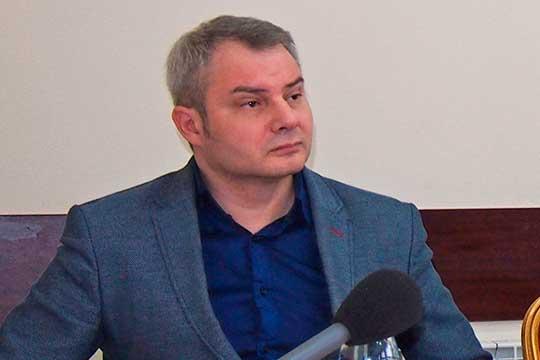 В 12-м округе «Сююмбике» выдвинулся оппозиционный журналист, ученый-германист Максим Сайфутдинов, который в свое время выпускал разоблачительную газету «Ревизор»