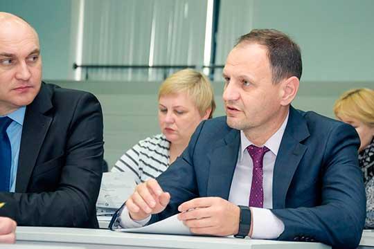 Камазовское лобби в партсписках усилилось. Как и ранее, в них присутствуют руководитель пресс-службы КАМАЗа Олег Афанасьев (справа)