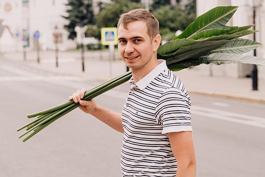 32-летний Ильназ Тимербаев вместе с братом Ильдаром более пяти лет развивают сеть цветочных магазинов с сервисом доставки под брендами «Ботаника» и «Многороз»