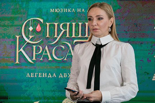 Загитова сотрудничает с ледовым шоу Татьяны Навки (на фото), у неё контракты с крупными брендами. Отчасти из-за рекламных обязательств она и не может открыто заявить об уходе из спорта