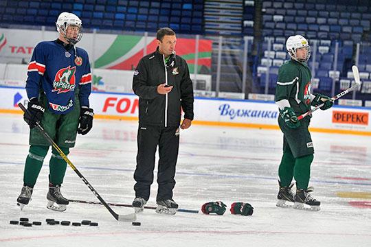 По нашим данным, все задачи, которые ставились перед тренером, Загитов в прошлом сезоне выполнил