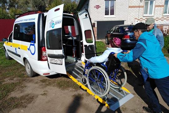 Инвалиды имеют право на бесплатный проезд в общественном транспорте (кроме такси), бесплатные лекарства, медицинскую технику и лечение в санатории, а также на бесплатное протезирование зубов