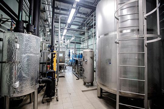 В состав предприятия включено два современных завода: химико-фармацевтический и завод шовно-хирургических материалов