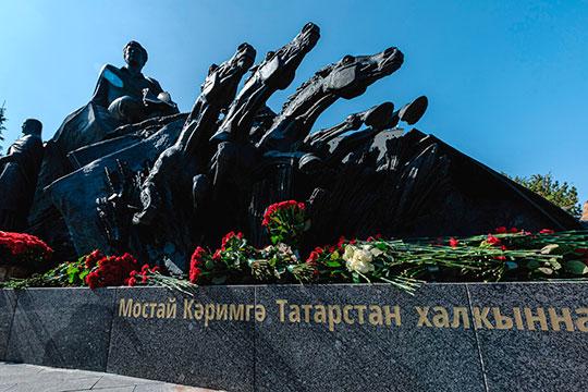 Мероприятие завершилось возложением цветов к памятнику