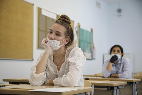 По мнению Бурганова, вне зависимости от этапа снятия ограничений, излишняя предосторожность не помешает, но в классе ученик и учитель не обязаны облачаться в средства защиты