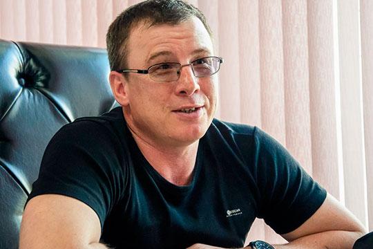 В автограде на этой неделе распространяется печатное издание «Ревизор» — проект бывшего депутата челнинского горсовета Сергея Еретнова