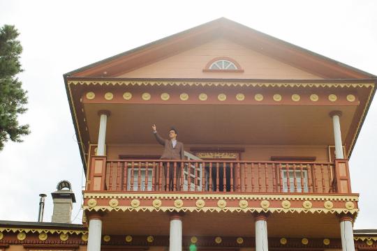 Первая точка — под балконом Музея гражданской войны (усадьба, в которой когда-то останавливался Лев Троцкий)