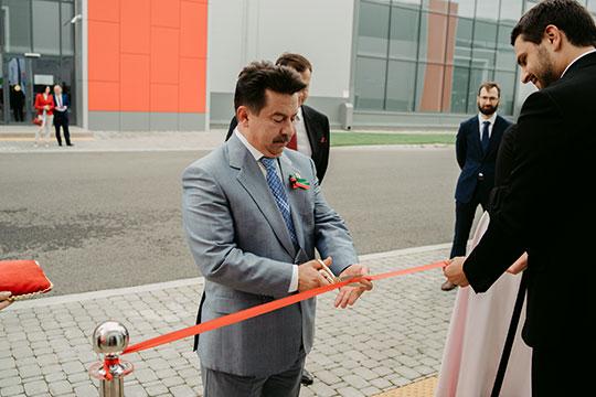 Символическую красную ленточку разрезала глава Талия Минуллина, компанию ей составили Марат Садыков (на фото) и Владимир Жаворонков