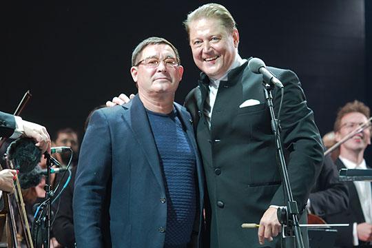 После выступления Сладковский и Салават обнялись, словно иллюстрируя поговорку: «Мы такие разные, но без бергэ»