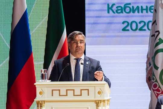 Василь Шайхразиевпредложил принять документ после чего, неособо утруждая себя подсчетом поднятых рук, вице-премьер РТобъявил, что большинство высказалось «за»