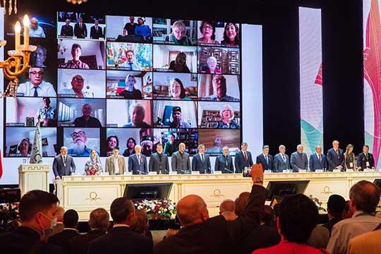 Напленарном заседании «Милләт җыены»внезапно приняли стратегию татарского народа, текст которой видели только 500 человек