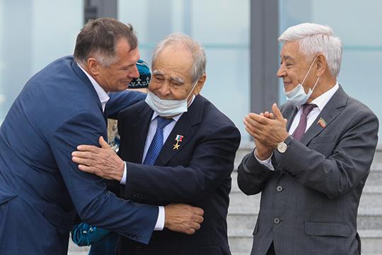 Напомним, в воскресенье вся политическая элита Татарстана в компании вице-премьера Марата Хуснуллина посетила национальную библиотеку РТ в здании бывшего НКЦ