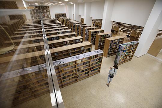 «Пока недостаёт актуальных востребованных фондов современной литературы, тех книг, которые обычно задорого продают в книжных магазинах»
