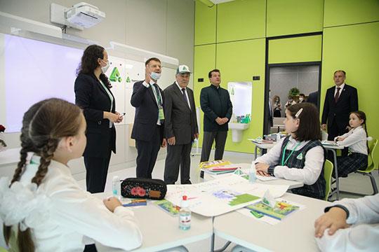 Директор школы Шамсутдинов пояснил корреспонденту «БИЗНЕС Online», что на татарском языке предметы преподаются только до 5-го класса, и то за исключением математики
