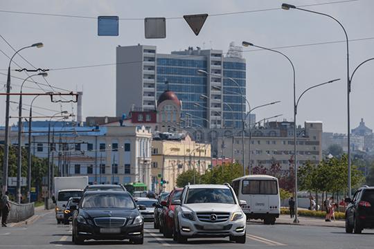 Ожидая падения курса рубля (и ведь как в воду глядели) обладатели солидных накоплений скупили по старым ценникам в первом квартале на 256 авто больше, чем в первом квартале 2019-го