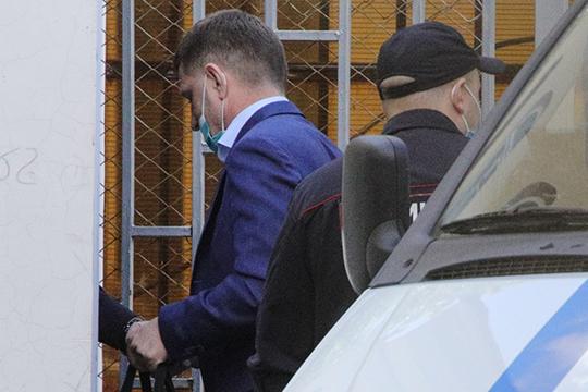 «Я считаю, что арест Сергея Фургала — нелепейшая ошибка. Я писал уже, что он не нагнетал обстановку, смягчал протестные настроения, такой губернатор был выгоден центральной власти»