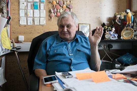 Анатолий Ляшенко (на фото), являющийся сейчас худруком, обвиняет нового директора в том, что тот задумал развалить его детище и вывез в неизвестном направлении 150 животных, живших в клетках на заднем дворе