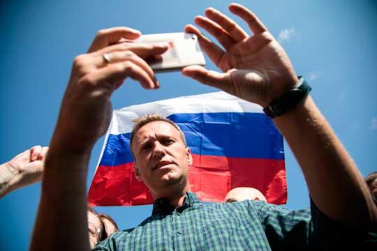 Правительство Германии заявило, что оппозиционного политика Алексея Навального отравили-таки веществомиз группы «Новичок»